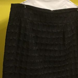 Black fully lined pattern suit skirt